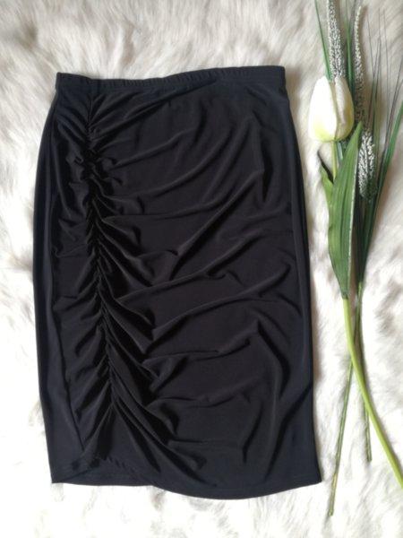 Черна пола с набор